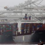 العجز التجاري الامريكي ينخفض ولكن ليس كافياً للمساعدة في الناتج المحلي الإجمالي