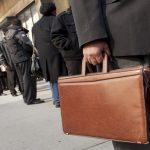 البطالة في بريطانيا تتراجع إلى أدنى مستوى في 5 سنوات
