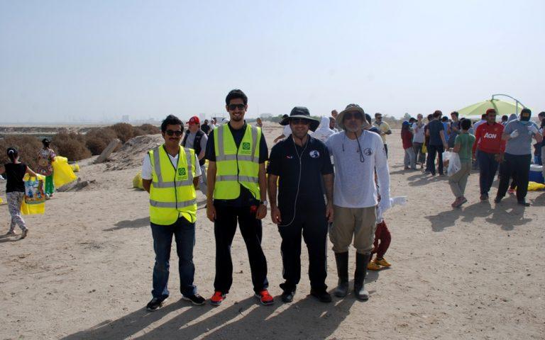 """""""بيتك"""" يشارك في حملة تنظيف شاطئ الصليبيخات"""
