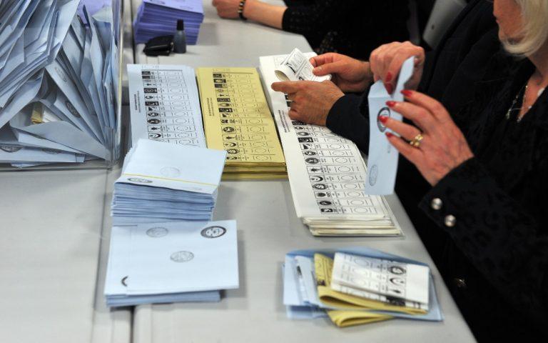 انتخابات تركيا: حزب العدالة والتنمية فاز بالأغلبية البرلمانية