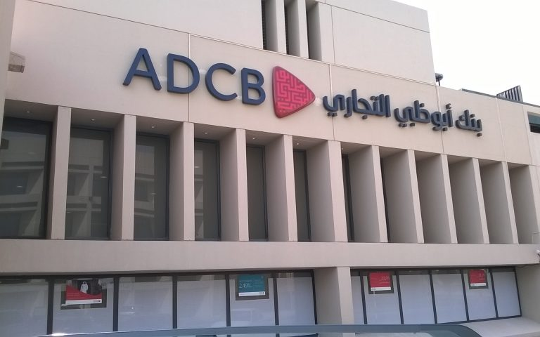 مؤشرات بنوك الخليج العربي تهوي مع أسعار النفط