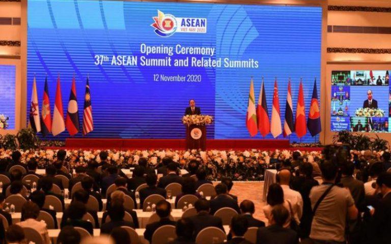 15 دولة آسيوية توقع شراكة لتحرير التجارة والاستثمار
